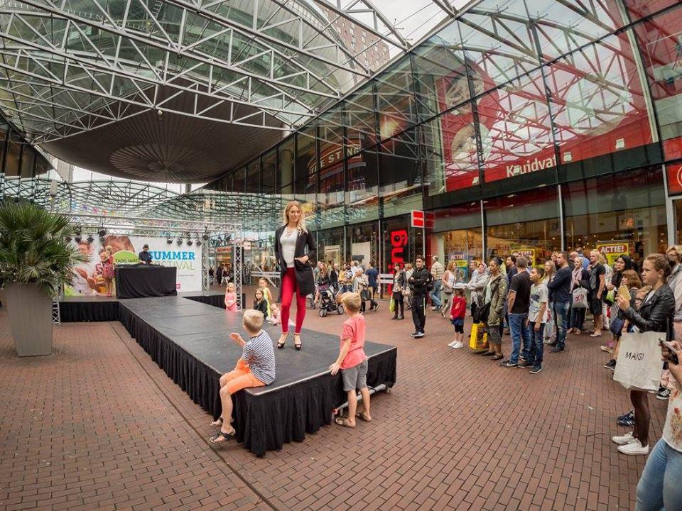 opening winkelopening winkelcentrum feest
